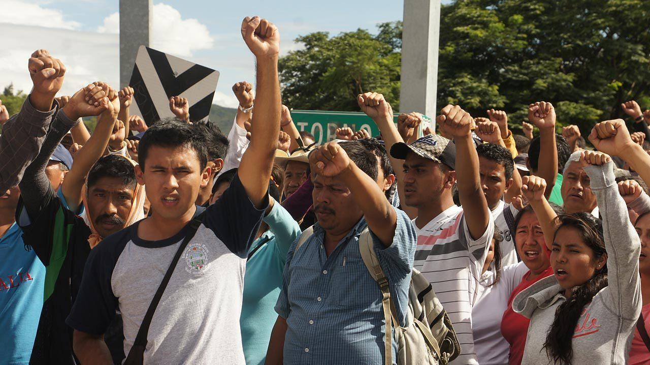 Civilians call for an end to violence in a protest organized by Tlachinollan. Photo couresty of Tlachinollan Centro de Derechos Humanos de la Montana.